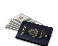 Pasaporte americano con cientos billetes de dólar Imagen de archivo libre de regalías
