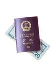 Pasaporte chino y dólar americano Imagen de archivo