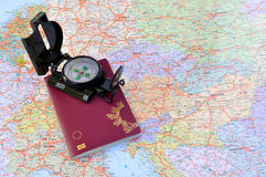 Pasaporte con el compás y la correspondencia Fotos de archivo