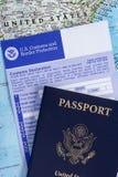 Pasaporte con la declaración de aduanas Imágenes de archivo libres de regalías