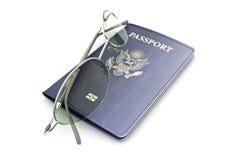 Pasaporte con los vidrios Foto de archivo