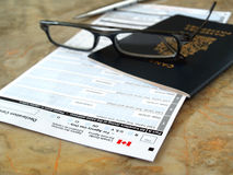 Pasaporte de Canadá en tarjeta de la declaración Foto de archivo