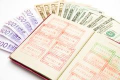 Pasaporte de la unión europea con los sellos de las aduanas Imágenes de archivo libres de regalías