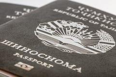 Pasaporte del ciudadano de la República de Tayikistán en viajar al extranjero Imagenes de archivo