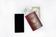 Pasaporte del &thailand de Smartphone a viajar Fotografía de archivo