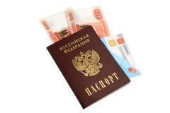 Pasaporte, dinero y política del seguro médico aislados en blanco Imagen de archivo