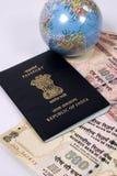 Pasaporte indio con el dinero del recorrido Fotos de archivo libres de regalías