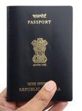 Pasaporte indio en una mano Imagenes de archivo