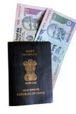 Pasaporte indio y dinero en circulación Fotos de archivo libres de regalías