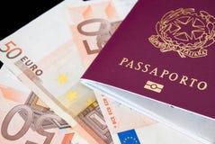 Pasaporte italiano imagenes de archivo