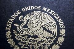 Pasaporte mexicano en un fondo negro imágenes de archivo libres de regalías