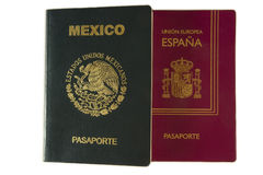 Pasaporte mexicano y español Imagenes de archivo