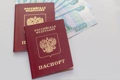 Pasaporte ruso con el dinero Fotografía de archivo