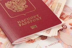 Pasaporte ruso con el dinero Fotografía de archivo libre de regalías