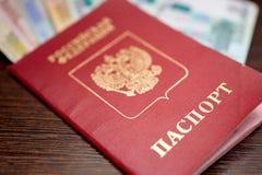Pasaporte ruso con los billetes de banco y las rublos euro Fotografía de archivo libre de regalías