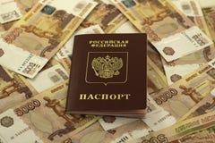 Pasaporte ruso en un fondo del dinero Fotografía de archivo libre de regalías