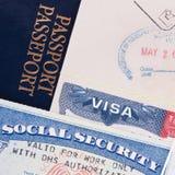 Pasaporte, tarjeta de la visa de los E.E.U.U. y de Seguridad Social imágenes de archivo libres de regalías