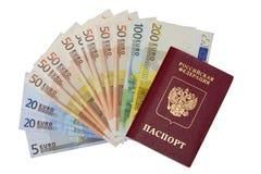 Pasaporte y billetes de banco del euro imágenes de archivo libres de regalías