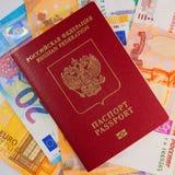 Pasaporte y billetes de banco extranjeros del ruso fotografía de archivo libre de regalías