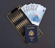 Pasaporte y cartera con euros Fotos de archivo libres de regalías