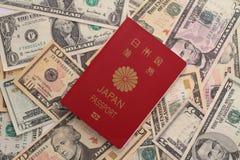 Pasaporte y dólar de EE. UU. japoneses imágenes de archivo libres de regalías