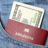Pasaporte y dólares Imagenes de archivo