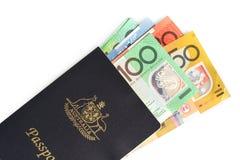Pasaporte y dinero australianos Foto de archivo