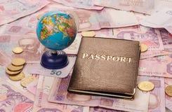 Pasaporte y globo Fotos de archivo libres de regalías