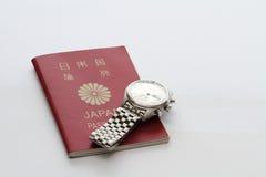 Pasaporte y reloj japoneses imagenes de archivo