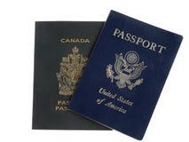 Pasaportes americanos y canadienses (americanos en tapa) Imagen de archivo libre de regalías