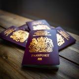 Pasaportes biométricos británicos de la unión europea fotos de archivo libres de regalías