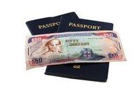 Pasaportes con el dinero jamaicano Foto de archivo libre de regalías