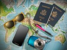 Pasaportes y accesorios del viaje Fotos de archivo libres de regalías