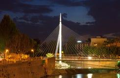 Pasarela在塞古拉的del Malecon在夜 murcia 免版税库存照片