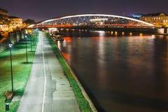 Pasarela de Bernatka sobre el río Vistula en la noche Imágenes de archivo libres de regalías