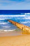 Pasarela en la costa arenosa Foto de archivo