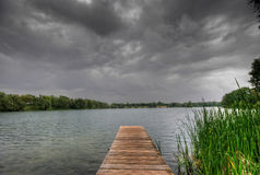 Pasarela y lago Imágenes de archivo libres de regalías