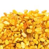 Pasas brillantes de oro amarillas aisladas en el fondo blanco. Amarillo Imagenes de archivo