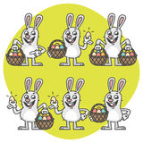 Pascua Bunny Holding Egg y caracteres determinados de la cesta Imagen de archivo libre de regalías