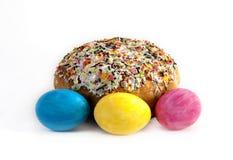 Pascua con los huevos coloreados Foto de archivo libre de regalías