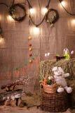 Pascua, conejo, heno, conejito de pascua, Pascua adornando, huevos, huevos de Pascua, cesta, conejito, conejo Fotos de archivo