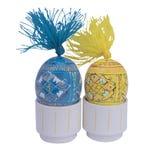 Pascua dos huevos de madera de los colores verticales Imagen de archivo libre de regalías