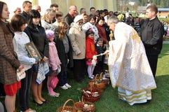 Pascua, feligreses de la iglesia ortodoxa Imágenes de archivo libres de regalías