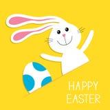 Pascua feliz El azul del hareand del conejo de conejito pintó el huevo en el bolsillo de papel Tarjeta de felicitación del bebé F Foto de archivo