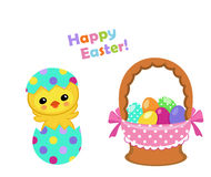 Pascua feliz Pollo lindo de Pascua que se sienta en huevo con una cesta Imágenes de archivo libres de regalías