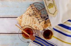 Pascua judía judía de Pesah del día de fiesta con matza Foto de archivo libre de regalías
