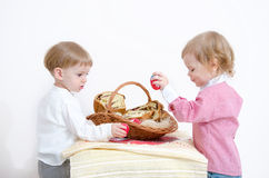 Pascua tradicional y niño foto de archivo libre de regalías