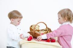 Pascua tradicional y niño imágenes de archivo libres de regalías
