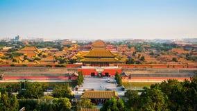 Pase por alto la colina de la forma de la ciudad Prohibida en Pekín almacen de video