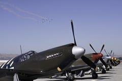Pase sobre los aviones de combate del vintage Imágenes de archivo libres de regalías